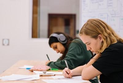 受験生が高校の定期テストを捨てるメリット